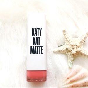 CoverGirl • Katy Kat Matte Lipstick Coral Cat KP04